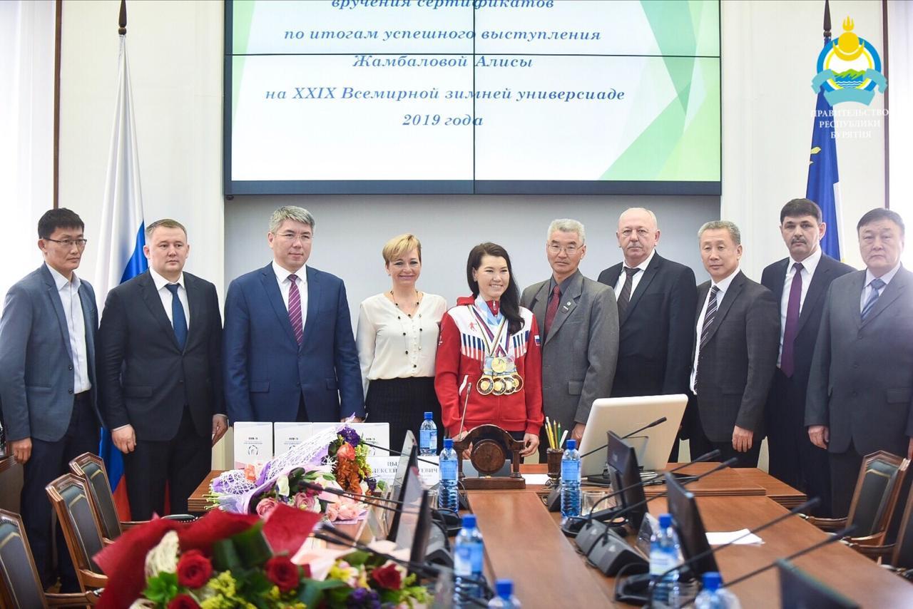 Глава Бурятии вручил денежные сертификаты Алисе Жамбаловой и ее тренеру Саяну Жамбалову